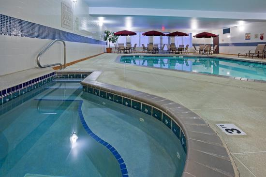 Pool/Whirlpool Area Holiday Inn Express & Suites Vadnais Heights