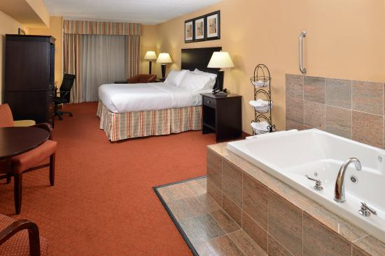 Martinsburg, Batı Virjinya: Let all of your worries go down the drain in our Jacuzzi rooms.