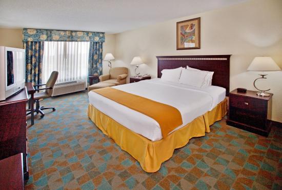 Altoona, IA: Standard King Bed