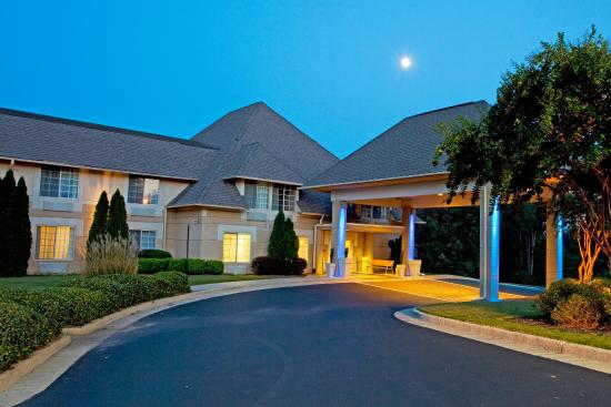 Holiday Inn Express Braselton: Hotel Exterior