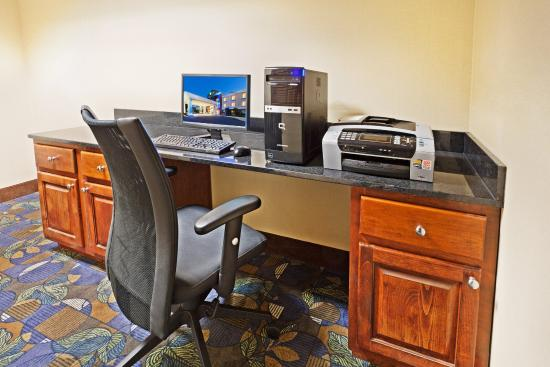 Holiday Inn Express Hotel & Suites Dillsboro: Business Center