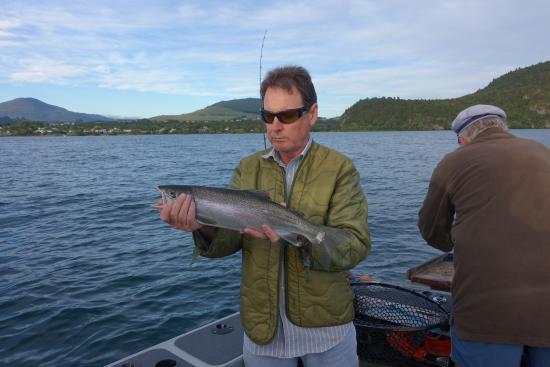 Turangi, Yeni Zelanda: First fish caught - easily size