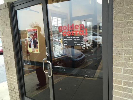 Golden Corral: Entry