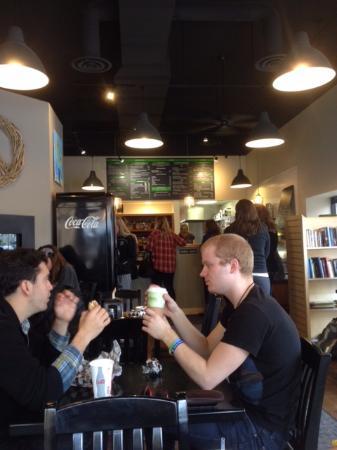 Tandem Bagels : Inside the restaurant