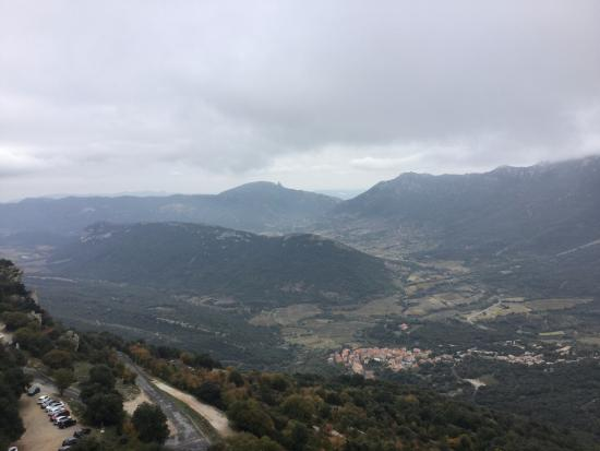 L'Écurie de Cucugnan : view of Cucugnan from Cathar fortress