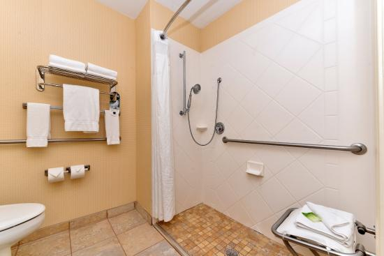 Dayton, TN: Guest Bathroom