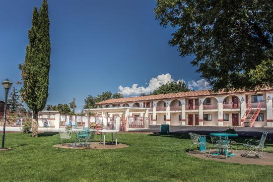 Rodeway Inn: Patio