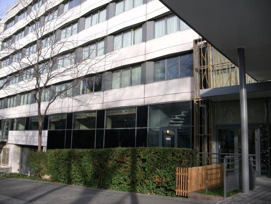 Fa Ade Picture Of Crowne Plaza Paris Neuilly Neuilly