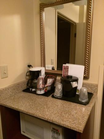 Baymont Inn & Suites Tempe Phoenix Airport: Coffee in room
