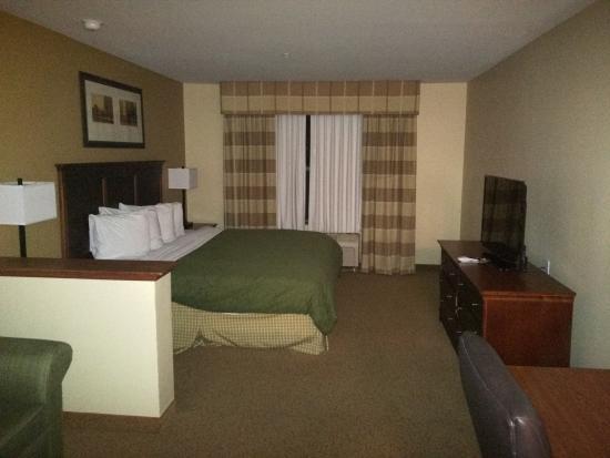 Baymont Inn & Suites Tempe Phoenix Airport: Spacious room