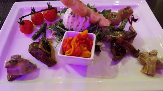 Le Croisette Casino Barriere de Cannes : Assiette anti pasti et mozza Di buffala très bien