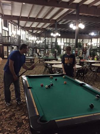 Brainerd, MN: Pool table