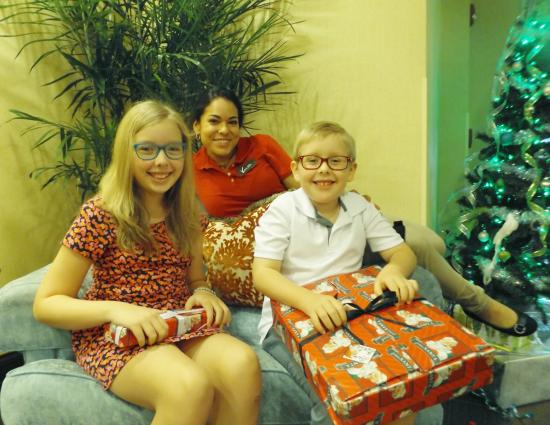 Hampton Inn & Suites Fort Myers - Colonial Blvd: Christmas in the lobby with Vanessa