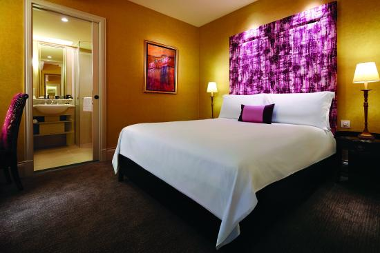 The Scarlet Singapore: Standard Room