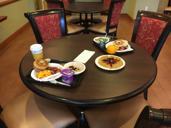 Hampton Inn West Palm Beach-Lake Worth-Turnpike : A sampling of the breakfast offered.