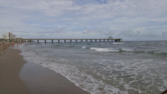 Lifeguard station picture of deerfield beach for Deerfield beach fishing pier