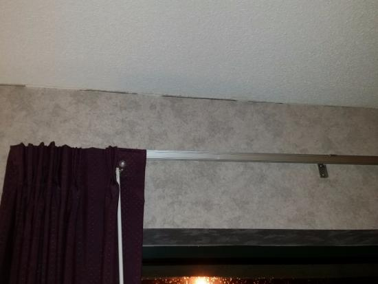 Liverpool, NY: Wall/ceiling gaps.