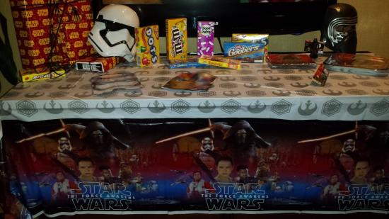 Bahia Resort Hotel: Star Wars Birthday Party in our Room :)