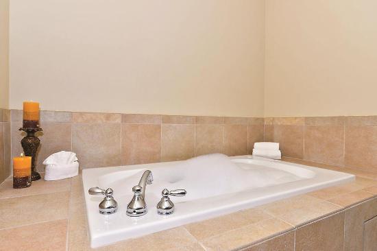 La Quinta Inn & Suites Auburn: Guest room
