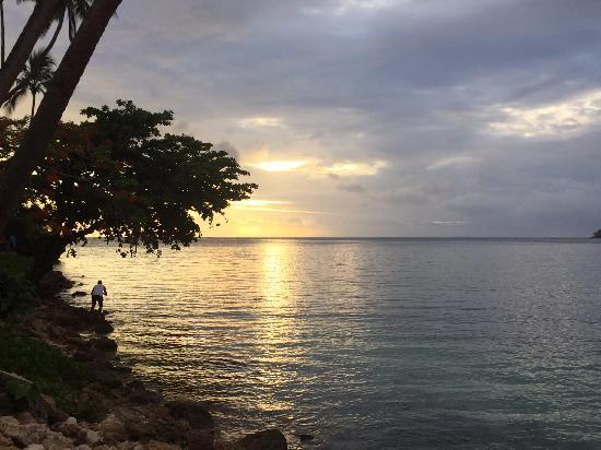 Shangri-La's Fijian Resort & Spa: Sunset from terrace restaurant
