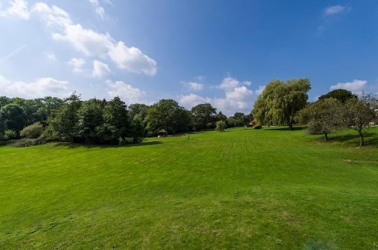 Haslemere, UK: Grounds