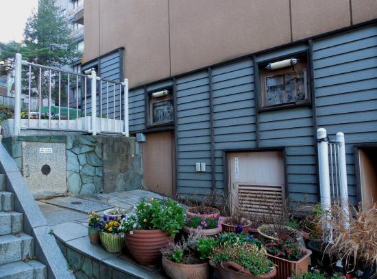 Ikaho Stone Steps: 岸権旅館の小間口(撮影12月1日頃)