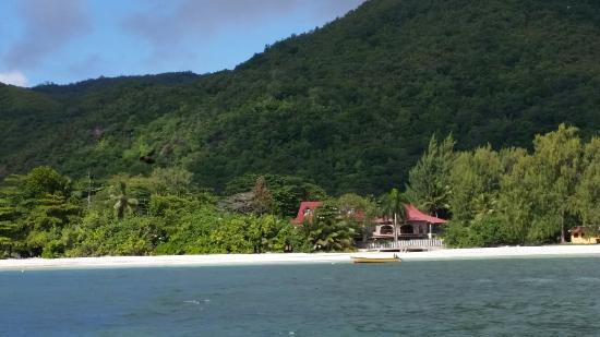 L'Hirondelle: Vista guesthouse dal mare