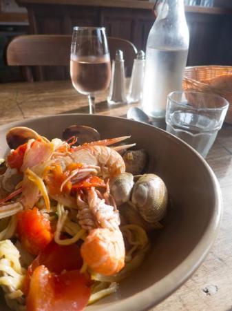 St. Gildas de Rhuys, Francia: Pasta with clams