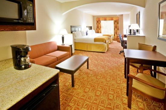 Denison, TX: Double Queen Bed Suite