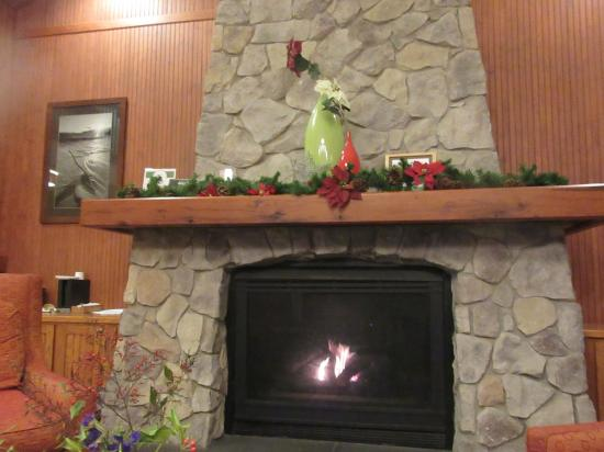 Fairfield Inn & Suites Santa Rosa Sebastopol: Lobby Fireplace, Fairfield Inn and Suites, Santa Rosa/Sebastopol