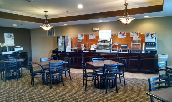 Devils Lake, ND: Breakfast Bar