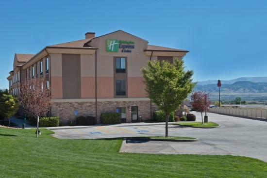 Holiday Inn Express Hotel & Suites Richfield: Plenty of Grass Areas for Family and Pets