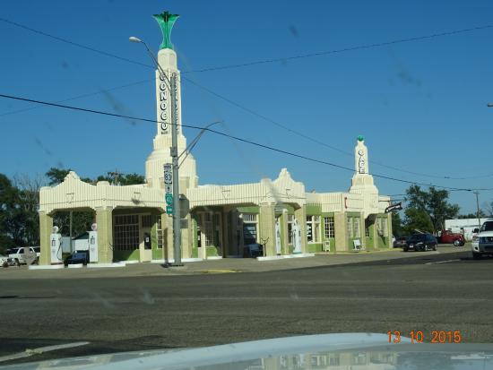 Shamrock, Teksas: across the street