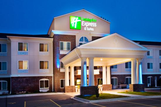 Holiday Inn Express Hotel & Suites Dubuque-West: Holiday Inn Express & Suites Dubuque, IA Hotel Exterior