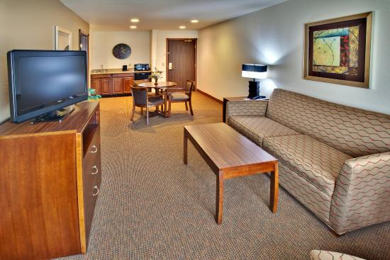 Holiday Inn Express Hotel & Suites Dubuque-West: Holiday Inn Express & Suites Dubuque, IA Suite