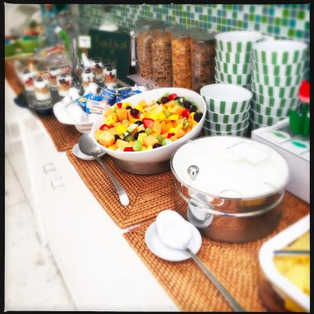 2Inn1  Kensington: Frühstücksbuffet