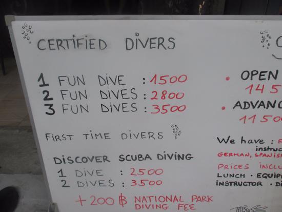 Forra Diving - Day Trips : 表通りのダイブショップはだいたい同じ値段