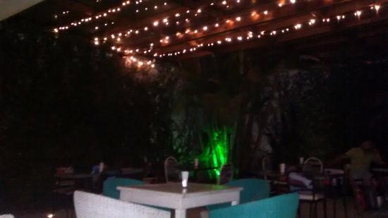 Foto de malec n restaurante bar cali patio del malec n for Bares ciudad jardin cali