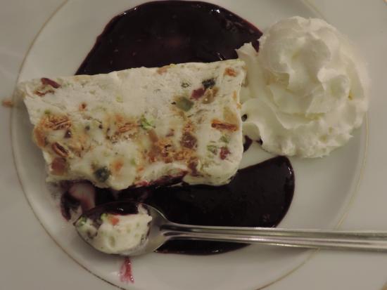 Restaurant El K'lamar: nougat glacé sur son coulis de fruits des bois maison