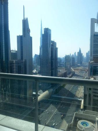 Four Points By Sheraton Downtown Dubai: View of downtown