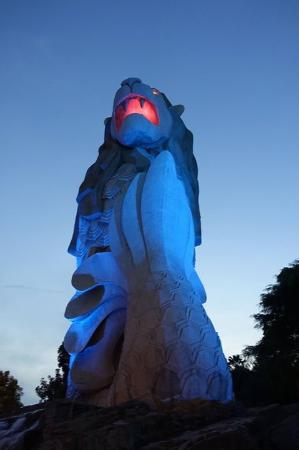 Sentosa Merlion: Merlion in the evening