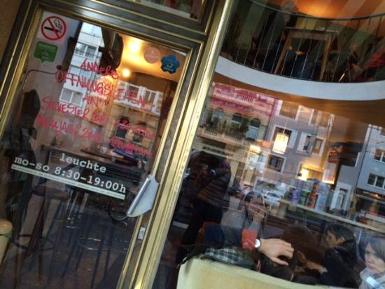 leuchte kaffeebar k ln restaurant bewertungen telefonnummer fotos tripadvisor. Black Bedroom Furniture Sets. Home Design Ideas