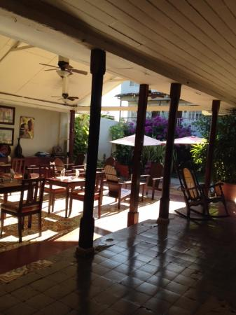 Hotel Liberia: Patio/Dining Area