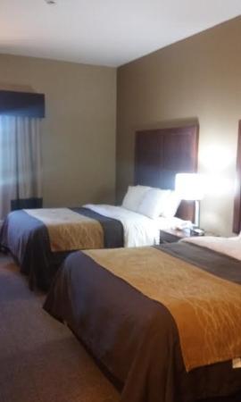 Salem, IL: 2 queen beds