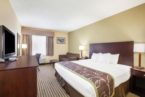Days Inn by Wyndham Brewerton/ Syracuse Near Oneida Lake: King Executive