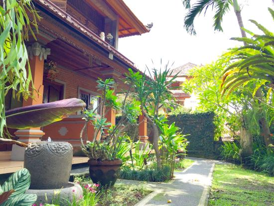 Eustace Place: we are very pleasure to welcome you to stay with our an unique Balinese home ,for reservation pl