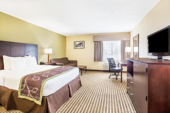 Days Inn Brewerton/Syracuse: Accessible Queen Bedroom