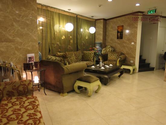 Sunset Westlake Hanoi Hotel: Tiền sảnh, khá bé