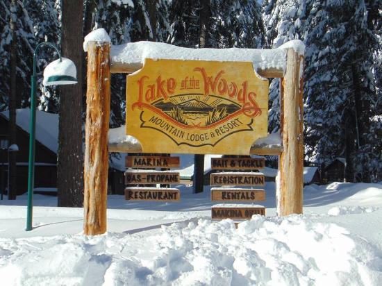 Lake of the Woods Resort: Resort office, store & restaurant