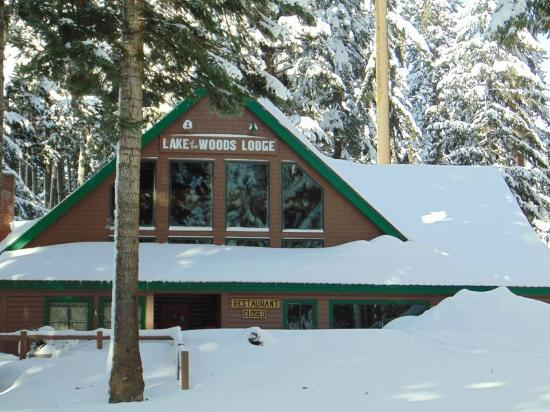 Lake of the Woods Resort: The big lodge - open in summer